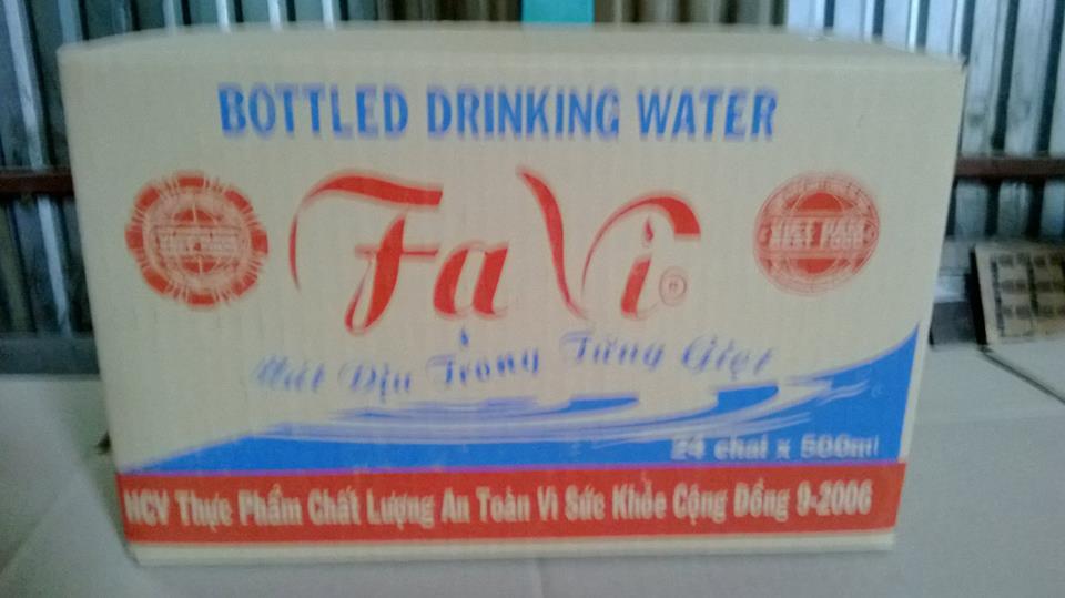 Thùng nước đóng chai - Ta Vi
